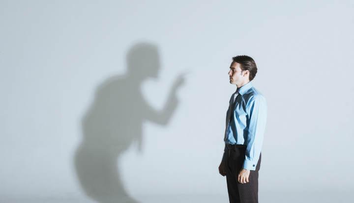 6 انتقاد مخرب درونی که زندگی را خراب می کند