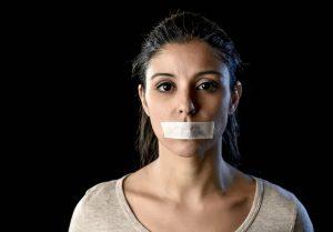 ترس از بیان حرف ها و دیدگاه ها چیست و چطور بر طرف می شود؟